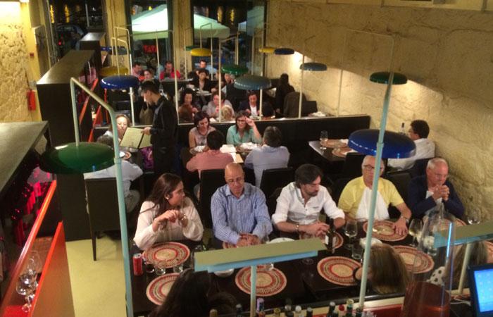 Interior del Restaurante Bacalhoeiro comer en Oporto