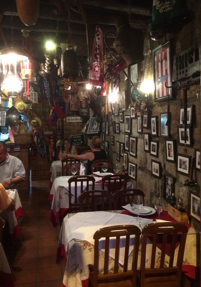 Interior del Restaurante Chez Lapin comer en Oporto