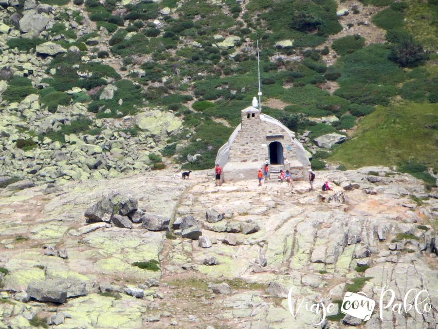 Refugio Zabala que dejamos a la derecha subida a peñalara
