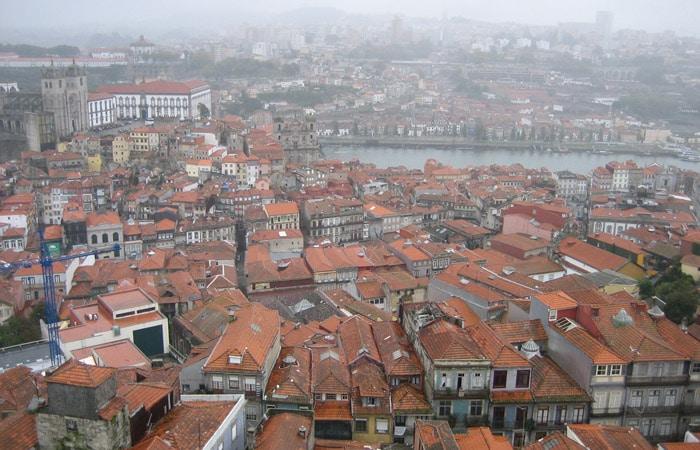 Otra vista desde la Torre de los Cléricos con el Duero y Vila Nova de Gaia al fondo.