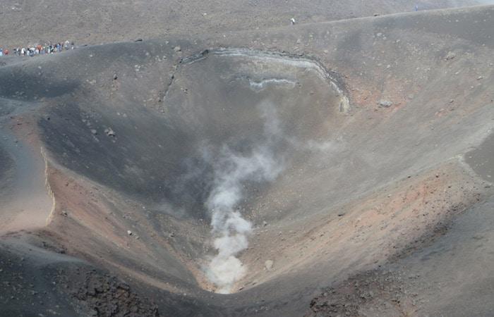 Vista de uno de los cráteres turísticos del Etna