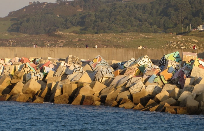 Cubos de la Memoria de Ibarrola en Llanes turismo en Asturias