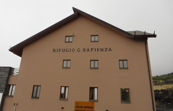 Edificio del Refugio Sapienza en el Etna