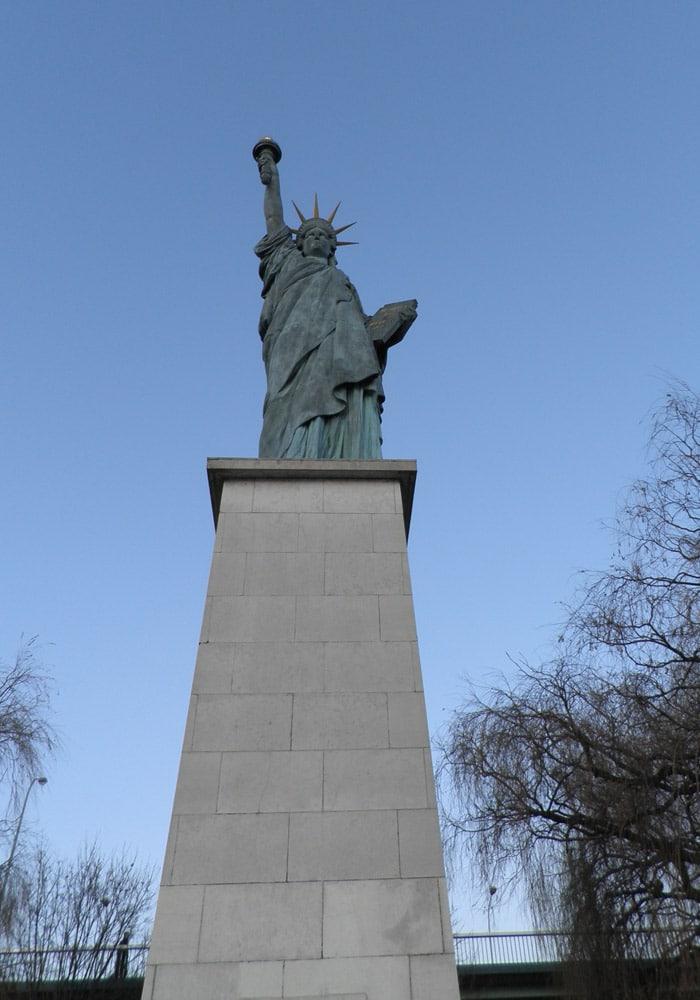 Estatua de la Libertad de París crucero por el Sena
