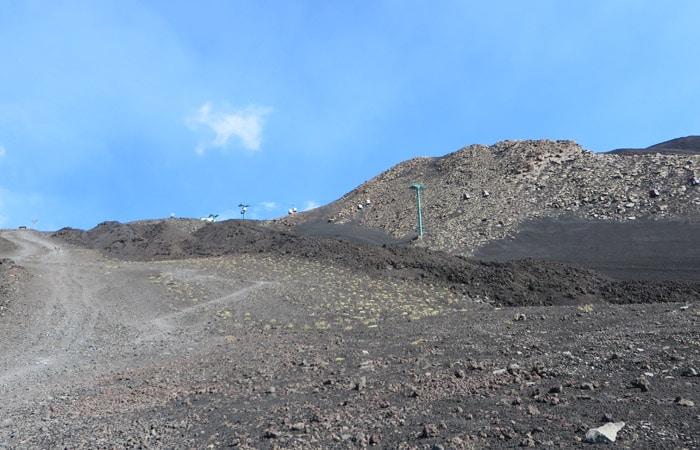 Pista del primer tramo de ascenso al Etna