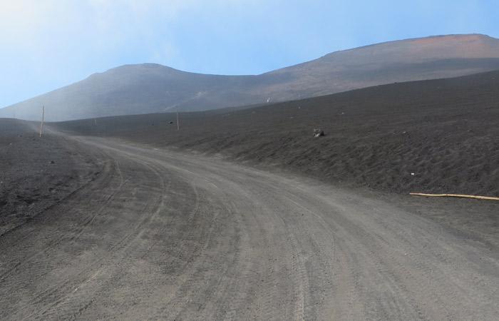 Sendero del segundo tramo de ascenso al Etna