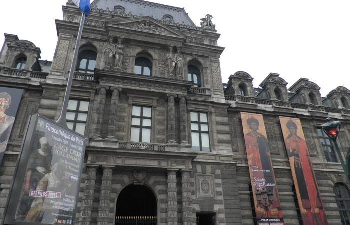 Fachada principal del Museo qué ver en el Louvre