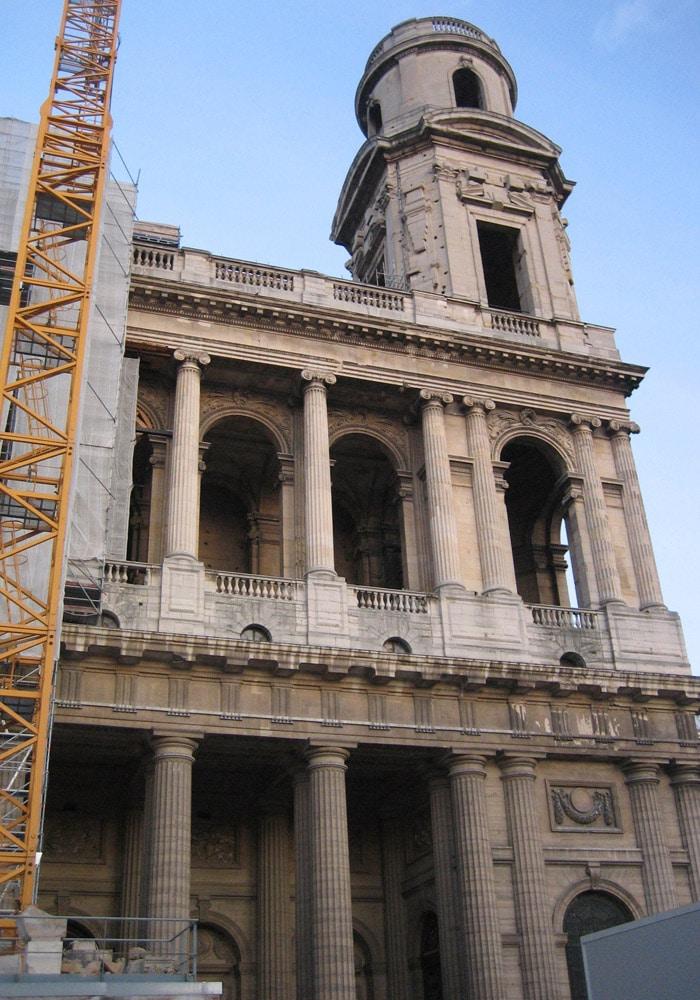 Iglesia de Saint Sulpice de París museo del Louvre