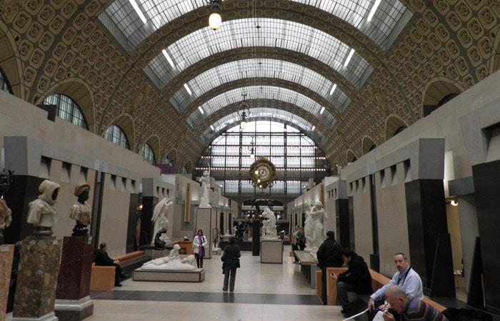 Interior del Museo de Orsay de París Puente del Alma