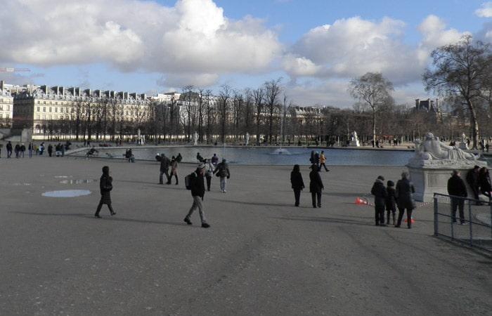 Jardines de las Tullerías de París crucero por el Sena
