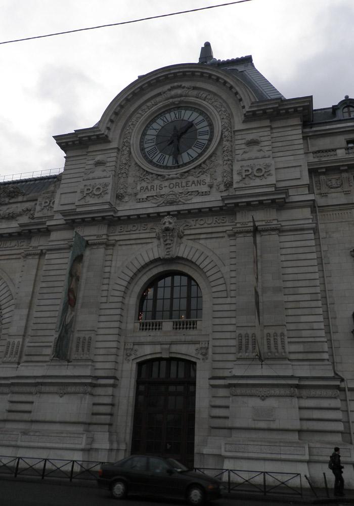 Fachada del Museo de Orsay de París Puente del Alma
