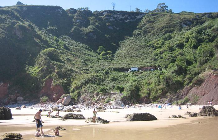 Playa de la Ballota en Andrín turismo en Asturias