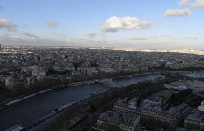 Vista del Sena desde la Torre Eiffel de París crucero por el Sena