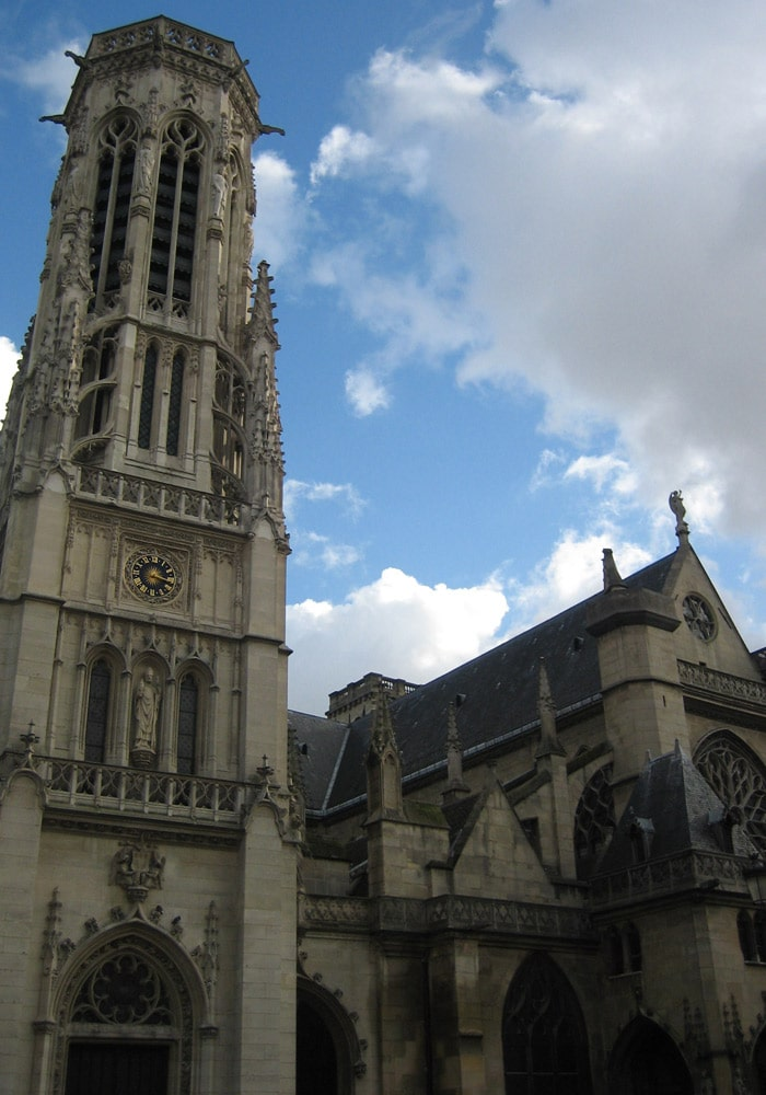 Iglesia de St-Germain d'Auxerroix de París museo del Louvre