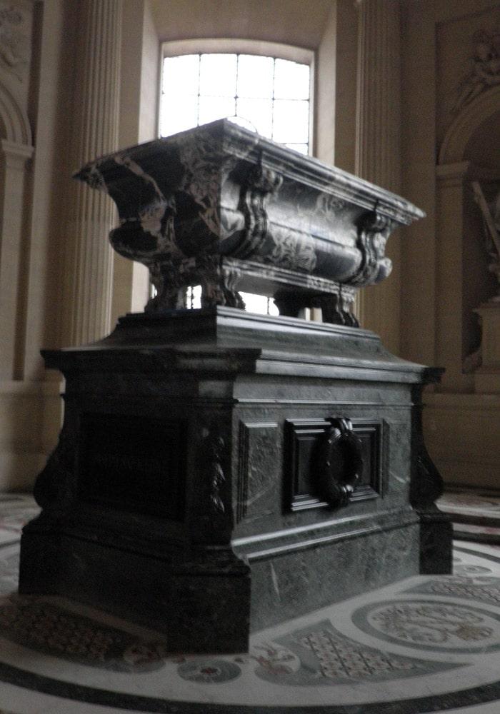 Tumba de José I Bonaparte en Los Inválidos de París Torre de Montparnasse