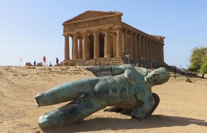 Ángel Caído y Templo de la Concordia Valle de los Tempos Agrigento