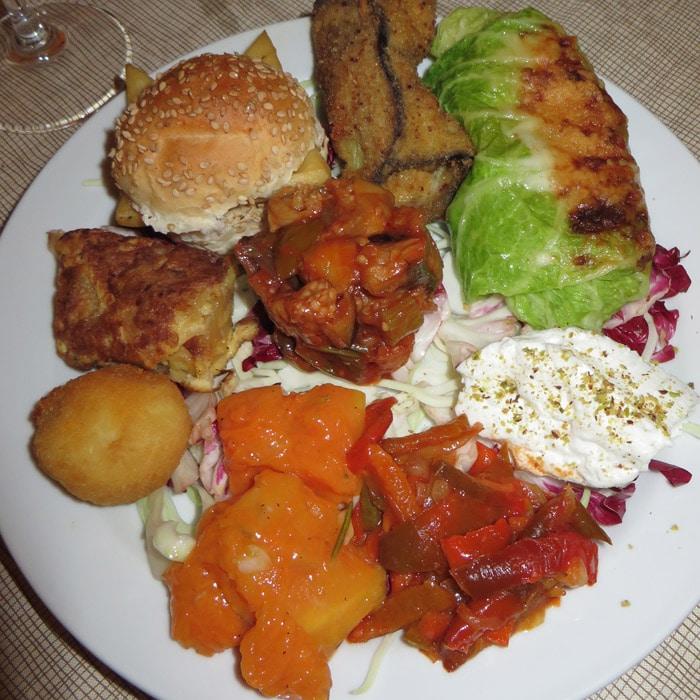 Antipasti Siciliano del restaurante Naif en Agrigento comer en Sicilia