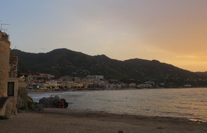 Atardecer en Cefalú una semana en Sicilia