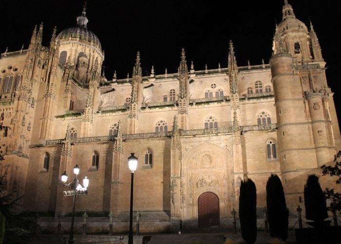 Catedral desde la plaza de Anaya que ver en Salamanca