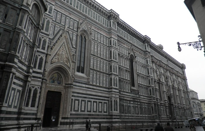 Lateral del Duomo de Santa María del Fiore qué visitar en Florencia