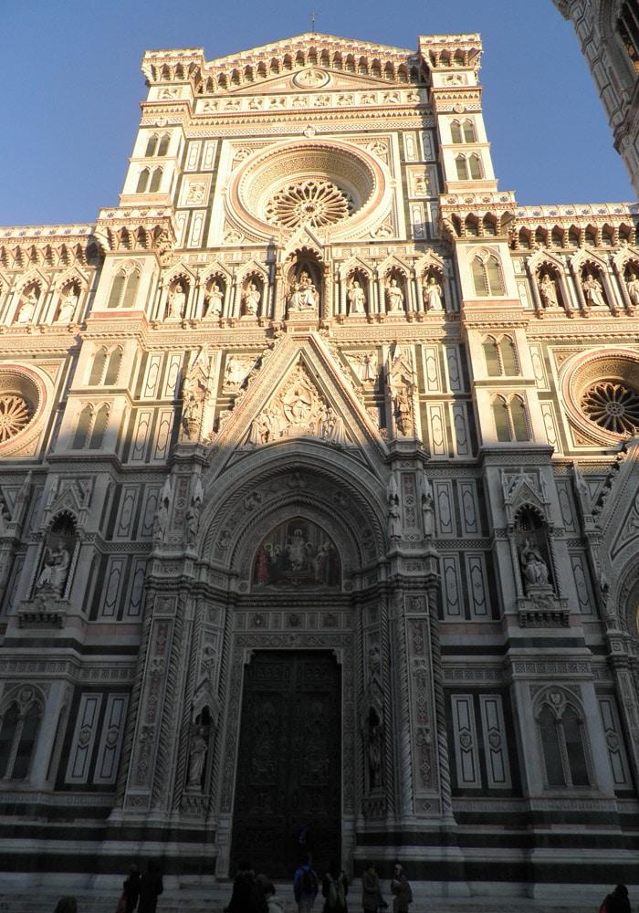 Fachada del Duomo de Santa María del Fiore qué visitar en Florencia