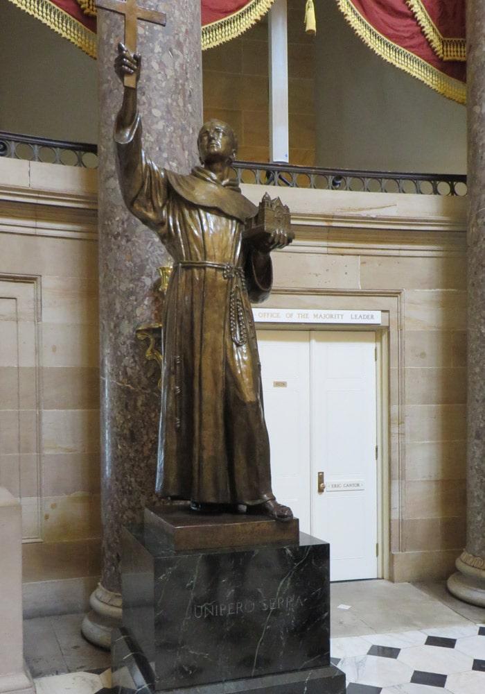 Junípero Serra en el Salón Nacional de las Estatuas del Capitolio Washington