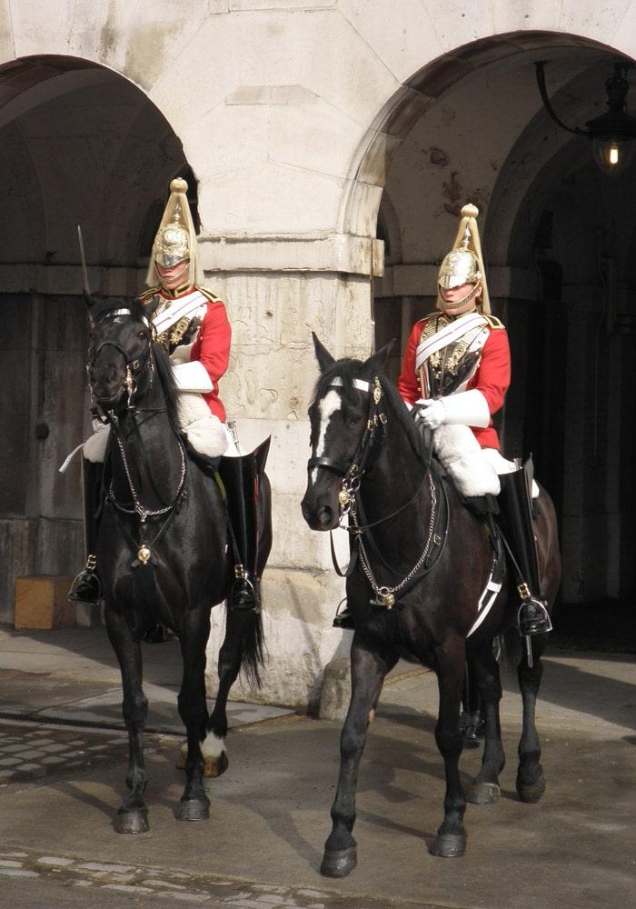 Los guardias de Horse Guards Parade, a caballo cambio de guardia Londres