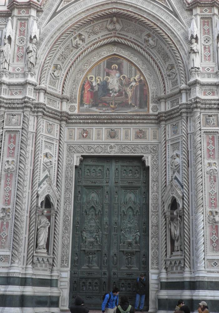 Puerta del Duomo de Santa María del Fiore qué visitar en Florencia