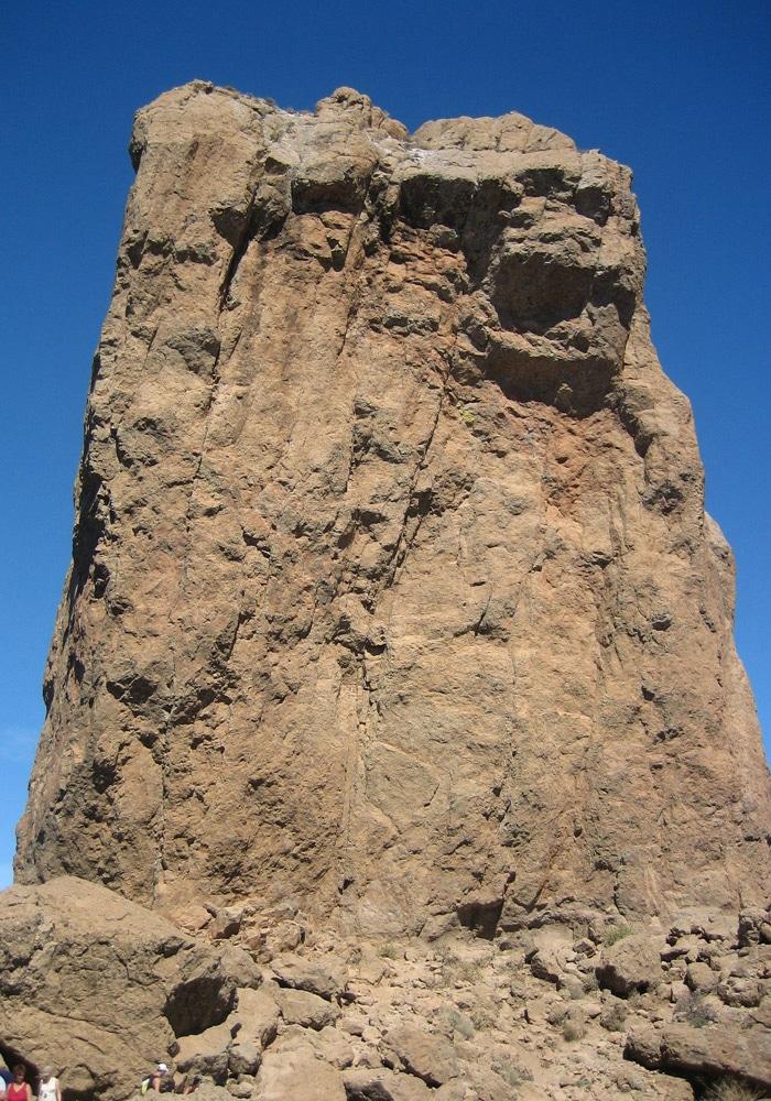 El Roque Nublo, de cerca
