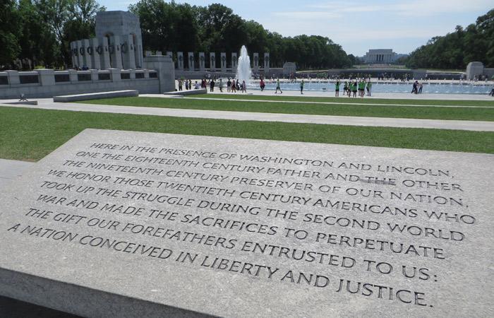 Inscripción en el Monumento Nacional a la Segunda Guerra Mundial Washington