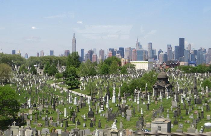 Cementerio First Calvary contrastes de Nueva York