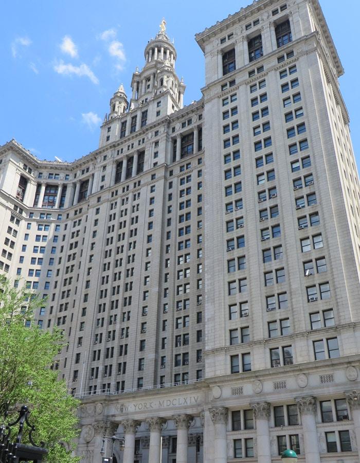 Manhattan Municipal Building contrastes de Nueva York