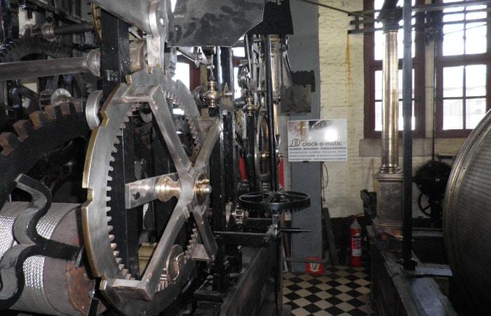 Maquinaria del reloj de la Torre del Campanario qué ver en Brujas en un día