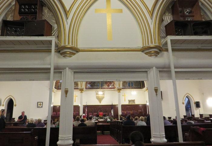 Interior de la Metropolitan Baptist Church en Harlem ferry a Staten Island