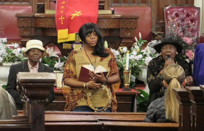 Misa góspel en la Metropolitan Baptist Church en Harlem ferry a Staten Island