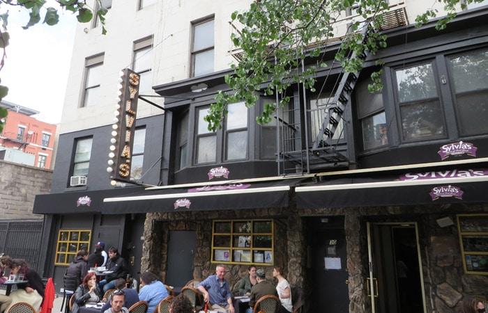 Restaurante Sylvia's en Harlem, ideal para tomar el brunch ferry a Staten Island