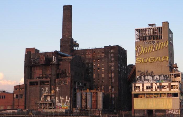 Refinería Domino Sugar a orillas del East River paseo en barco por Nueva York