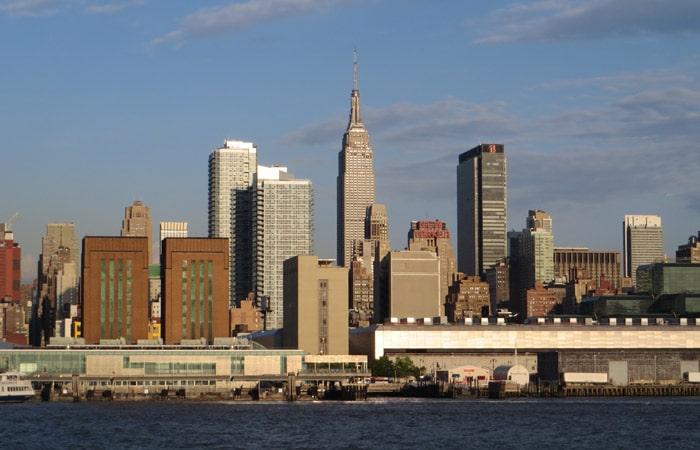 Vista del Empire State paseo en barco por Nueva York
