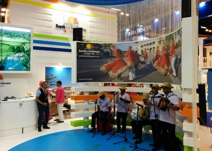 Actuación musical en el estand de República Dominicana feria Fitur