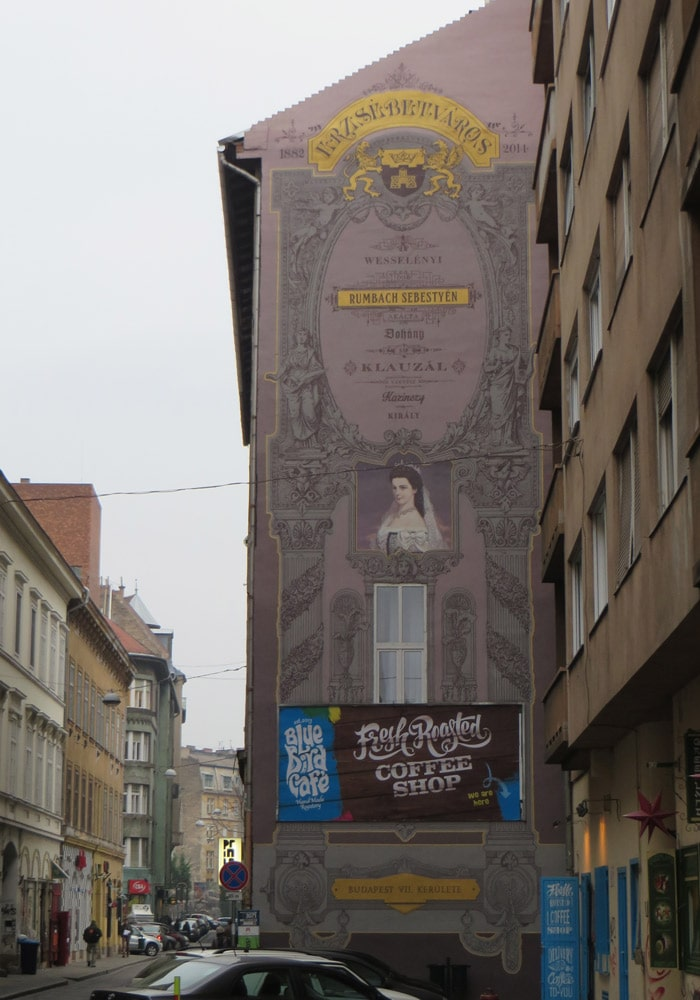 Fachada decorada en Rumbach Sebestyén utca qué ver en Budapest
