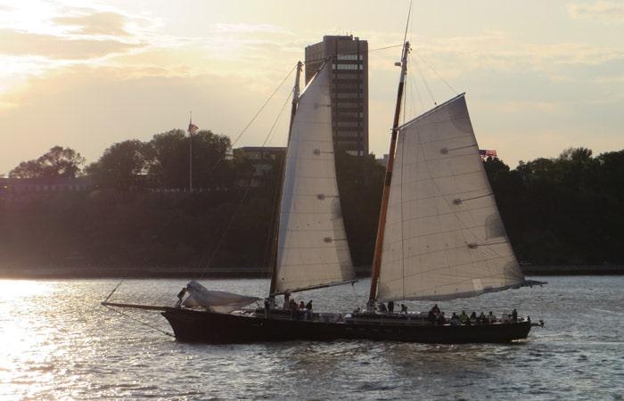 Velero por el río Hudson paseo en barco por Nueva York