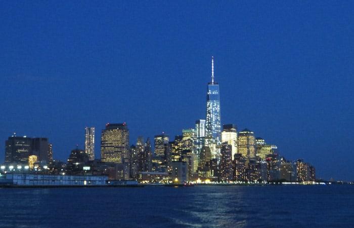 World Trade Center de noche paseo en barco por Nueva York