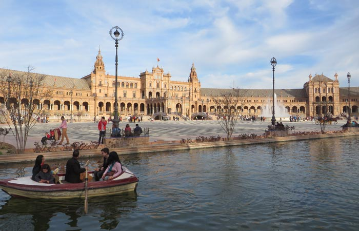 Barcas en la Plaza de España monumentos de Sevilla