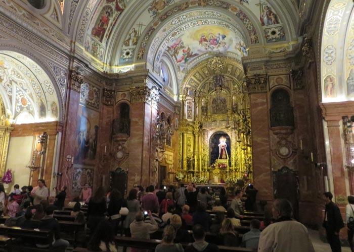 Interior de la Basílica de la Macarena