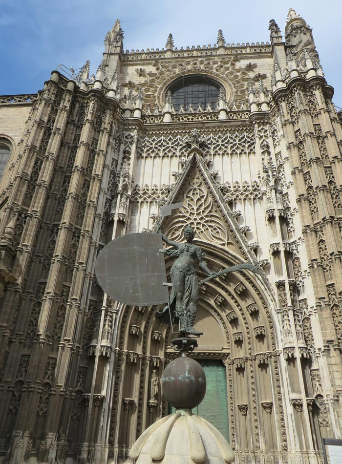 Réplica del Giraldillo en la Puerta del Príncipe de la Catedral monumentos de Sevilla