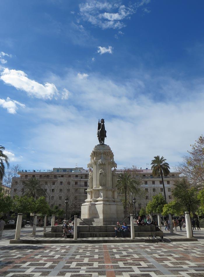 Monumento a Fernando III en la Plaza Nueva monumentos de Sevilla