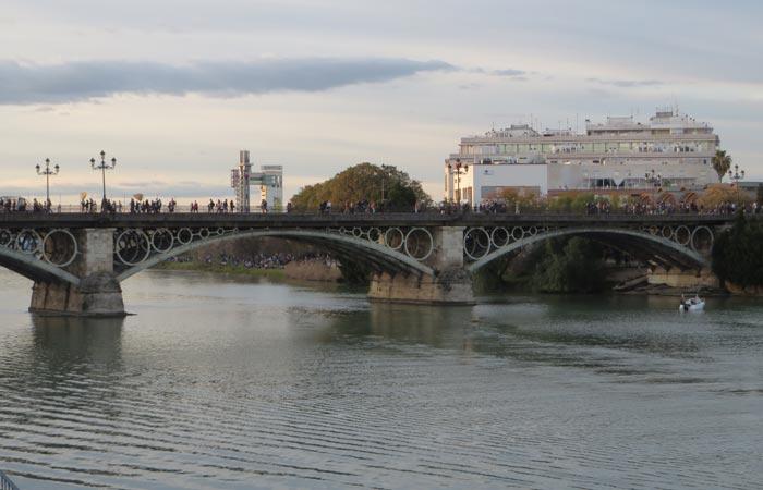 Puente de Triana monumentos de Sevilla