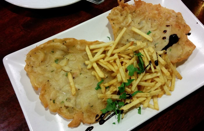 Tortillas de camarones de la Bodeguita Casablanca tapear en Sevilla