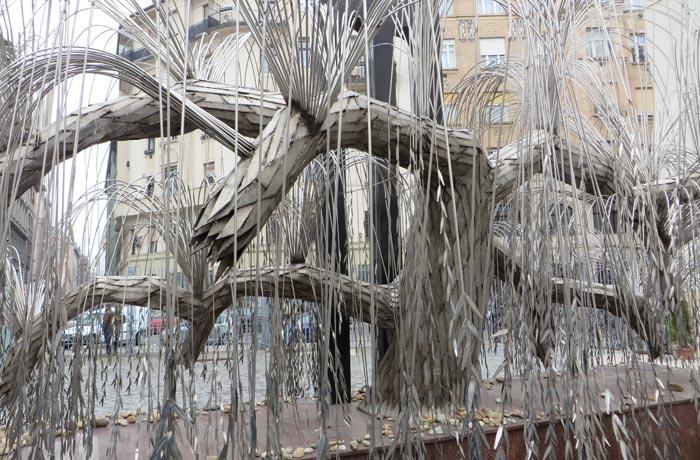 Árbol de la Vida en el patio de la Gran Sinagoga de Budapest
