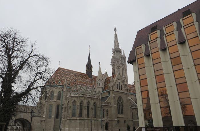 Iglesia de Matías y hotel Hilton en Buda